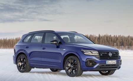 2021 Volkswagen Touareg R Plug-In Hybrid In Snow Front Three-Quarter Wallpapers 450x275 (75)