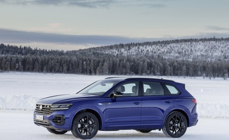 2021 Volkswagen Touareg R Plug-In Hybrid In Snow Front Three-Quarter Wallpapers 450x275 (78)