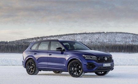 2021 Volkswagen Touareg R Plug-In Hybrid In Snow Front Three-Quarter Wallpapers 450x275 (81)