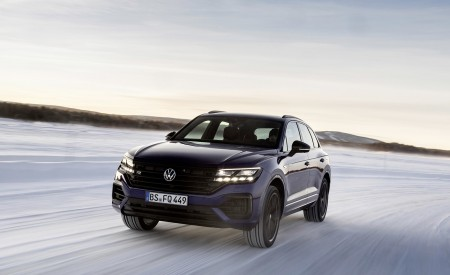 2021 Volkswagen Touareg R Plug-In Hybrid In Snow Front Wallpapers 450x275 (62)