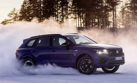 2021 Volkswagen Touareg R Plug-In Hybrid In Snow Off-Road Wallpapers 450x275 (64)