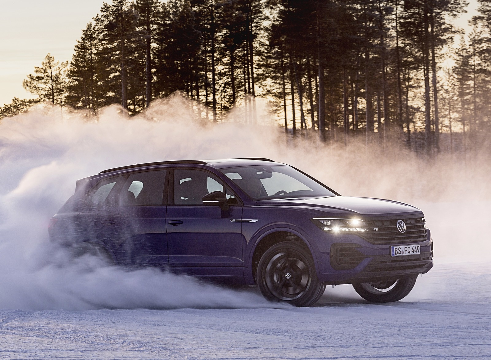 2021 Volkswagen Touareg R Plug In Hybrid In Snow Off Road Wallpapers 65 Newcarcars