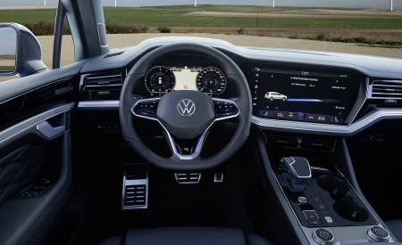 2021 Volkswagen Touareg R Plug-In Hybrid Interior Cockpit Wallpapers 450x275 (50)