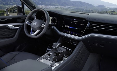 2021 Volkswagen Touareg R Plug-In Hybrid Interior Wallpapers 450x275 (48)