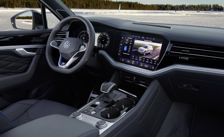 2021 Volkswagen Touareg R Plug-In Hybrid Interior Wallpapers 450x275 (90)