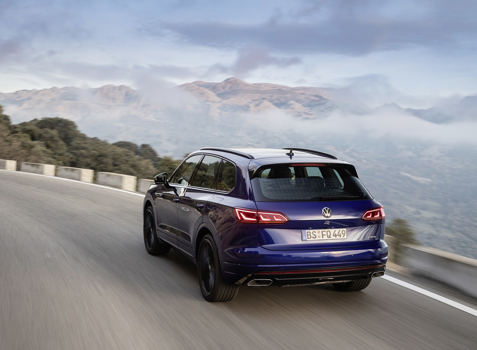2021 Volkswagen Touareg R Plug-In Hybrid Rear Three-Quarter Wallpapers (6)