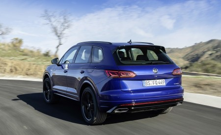2021 Volkswagen Touareg R Plug-In Hybrid Rear Three-Quarter Wallpapers 450x275 (7)