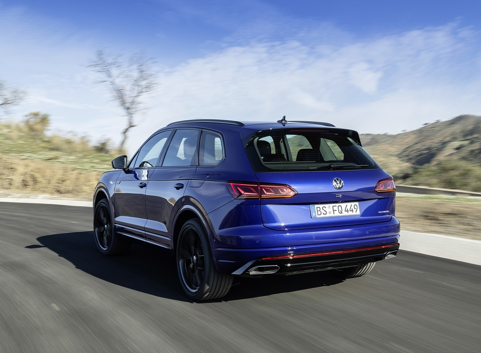2021 Volkswagen Touareg R Plug-In Hybrid Rear Three-Quarter Wallpapers (7)