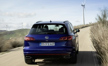2021 Volkswagen Touareg R Plug-In Hybrid Rear Wallpapers 450x275 (8)