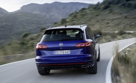 2021 Volkswagen Touareg R Plug-In Hybrid Rear Wallpapers 450x275 (9)