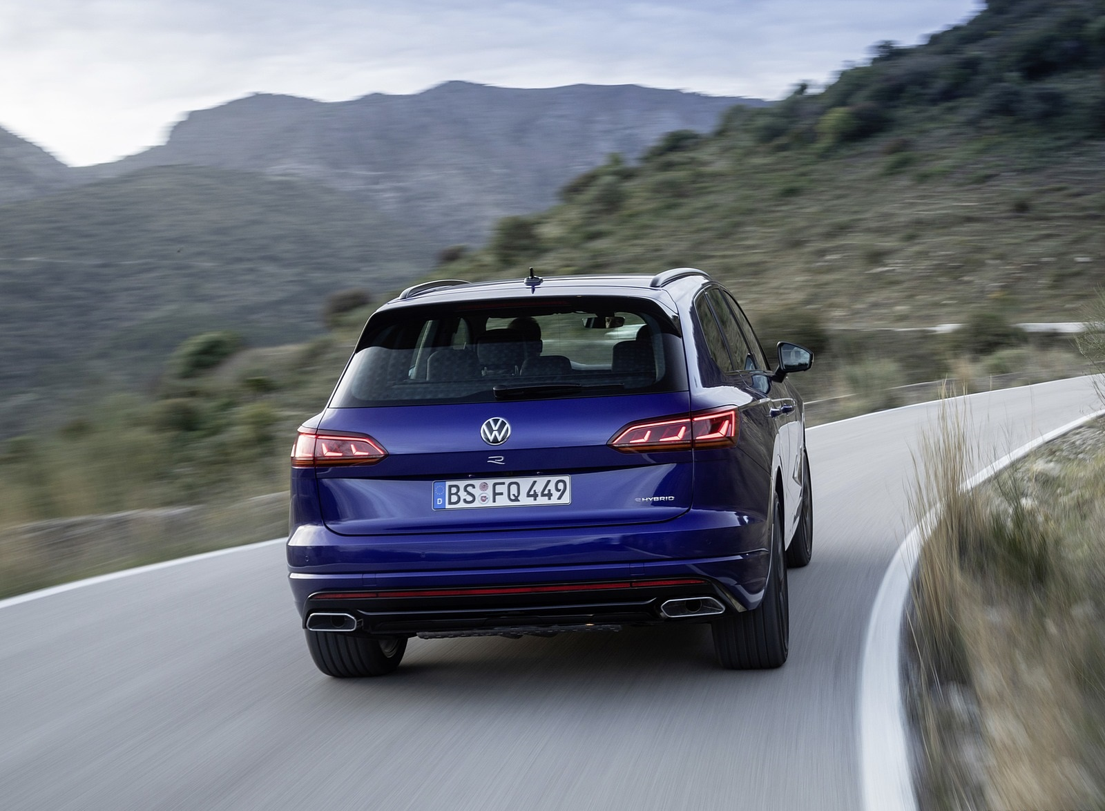 2021 Volkswagen Touareg R Plug-In Hybrid Rear Wallpapers (9)