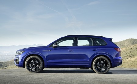 2021 Volkswagen Touareg R Plug-In Hybrid Side Wallpapers 450x275 (23)
