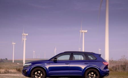 2021 Volkswagen Touareg R Plug-In Hybrid Side Wallpapers 450x275 (24)