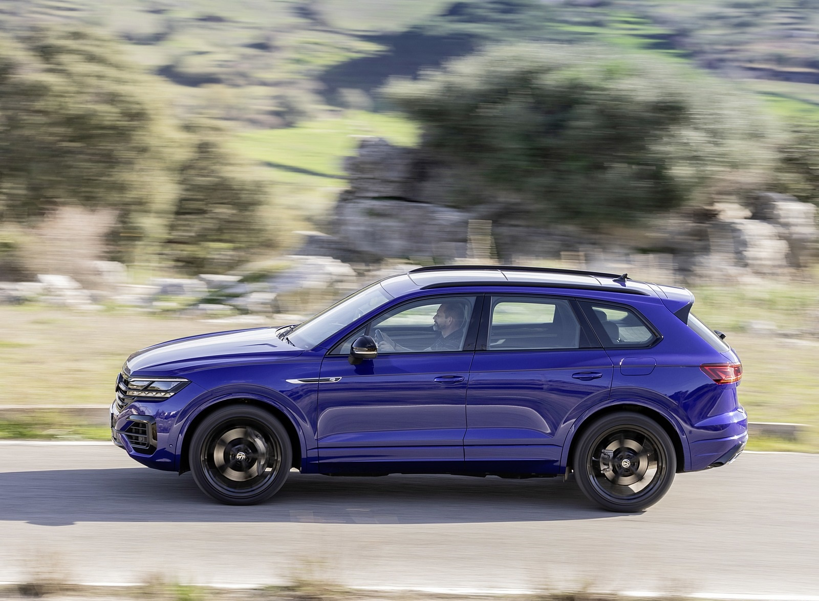 2021 Volkswagen Touareg R Plug-In Hybrid Side Wallpapers (10)