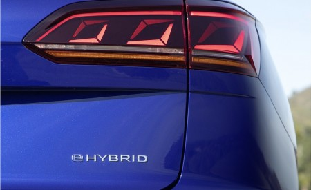 2021 Volkswagen Touareg R Plug-In Hybrid Tail Light Wallpapers 450x275 (33)