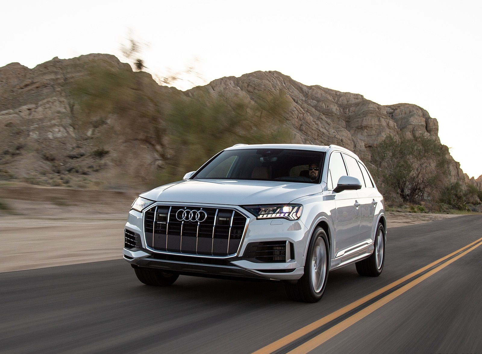 2020 Audi Q7 (US-Spec) Front Three-Quarter Wallpapers (2)