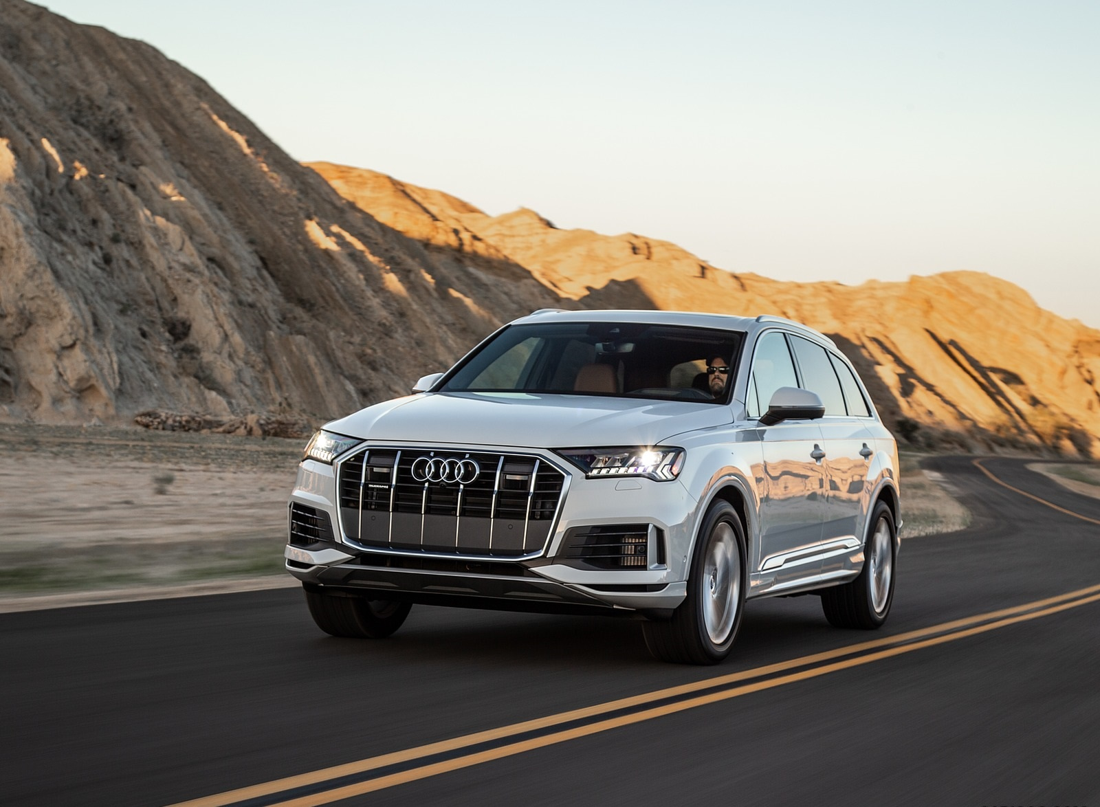 2020 Audi Q7 (US-Spec) Front Three-Quarter Wallpapers (3)