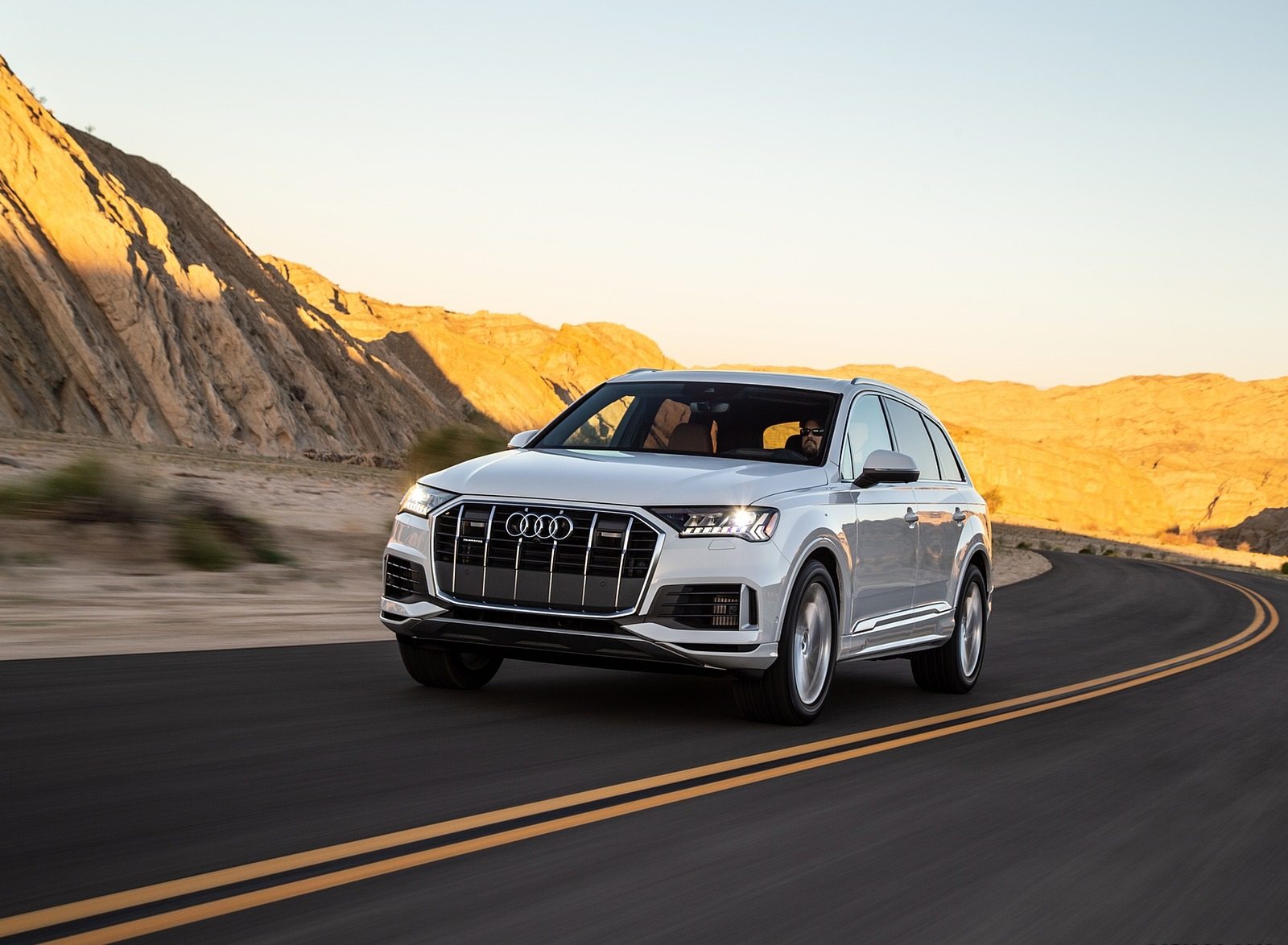 2020 Audi Q7 (US-Spec) Front Three-Quarter Wallpapers (4)