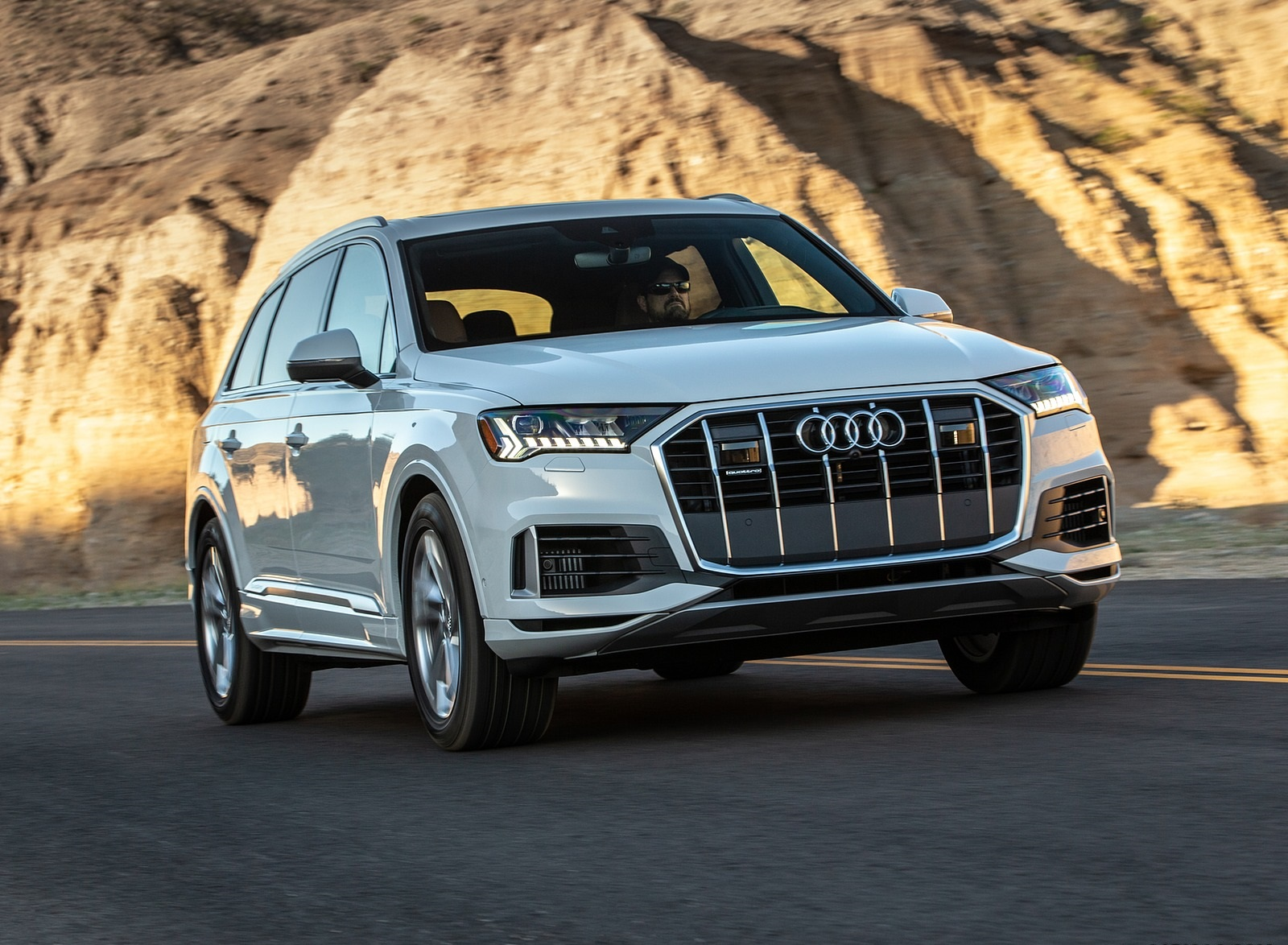 2020 Audi Q7 (US-Spec) Front Three-Quarter Wallpapers (5)