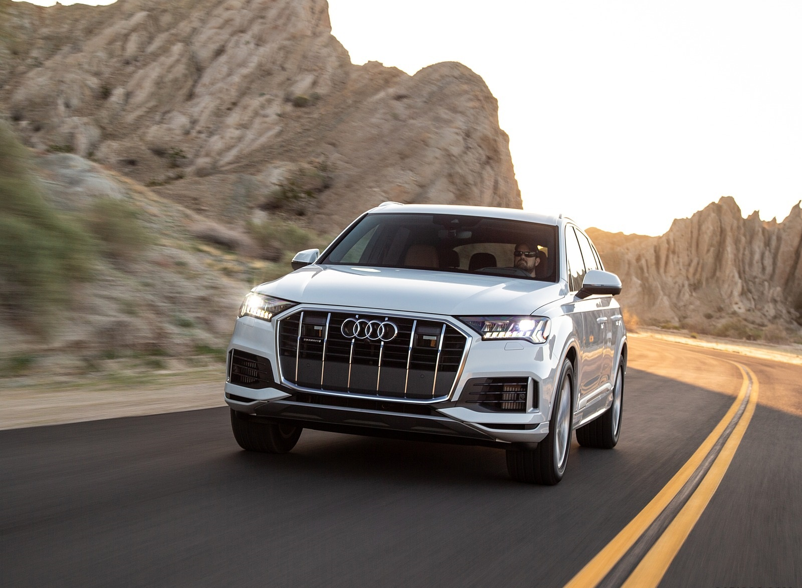 2020 Audi Q7 (US-Spec) Front Wallpapers (1)