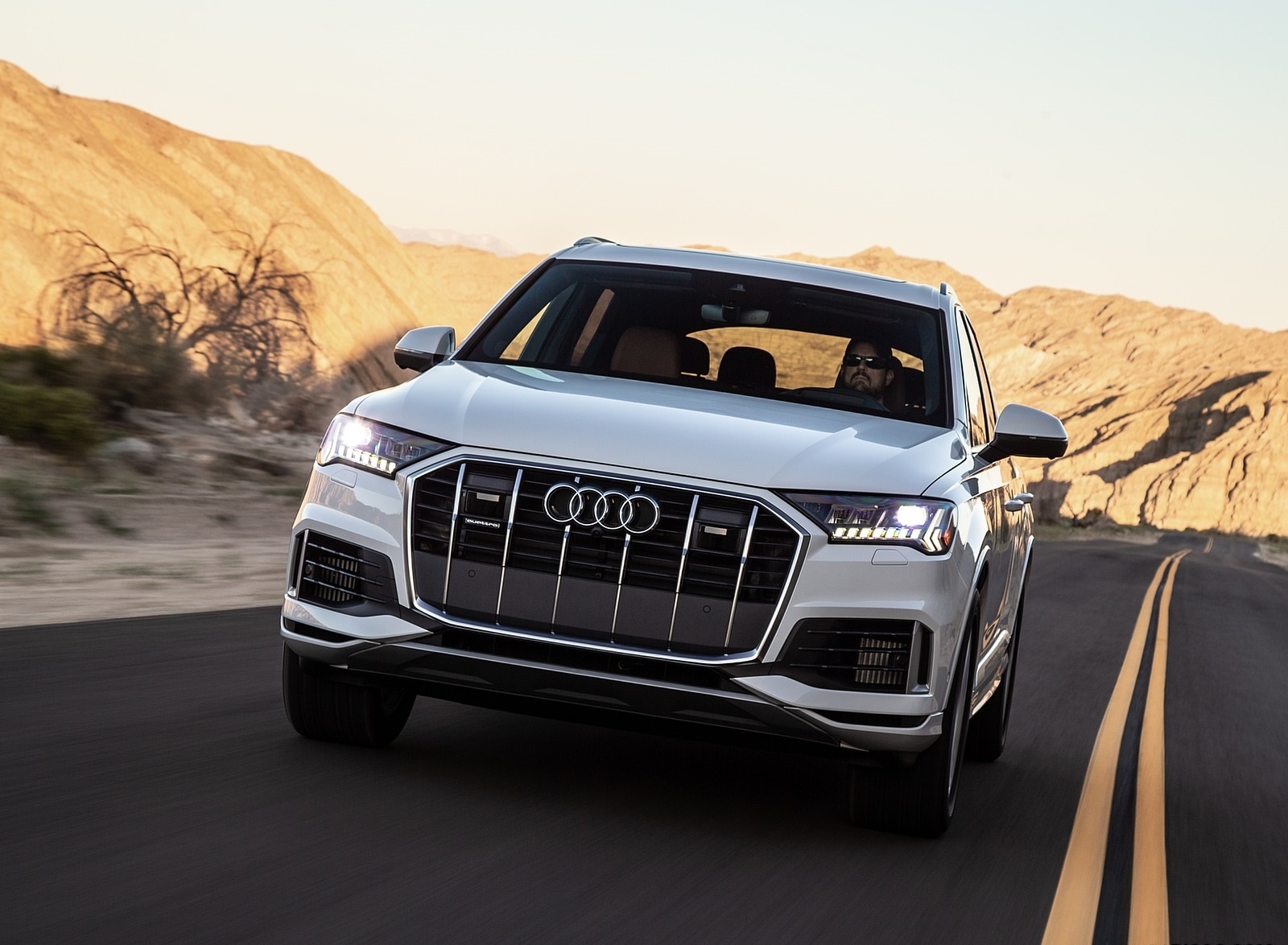 2020 Audi Q7 (US-Spec) Front Wallpapers (7)