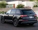 2020 Audi Q7 (US-Spec) Rear Three-Quarter Wallpapers 150x120 (45)