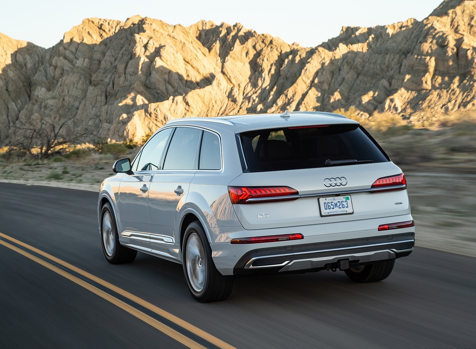 2020 Audi Q7 (US-Spec) Rear Three-Quarter Wallpapers (9)