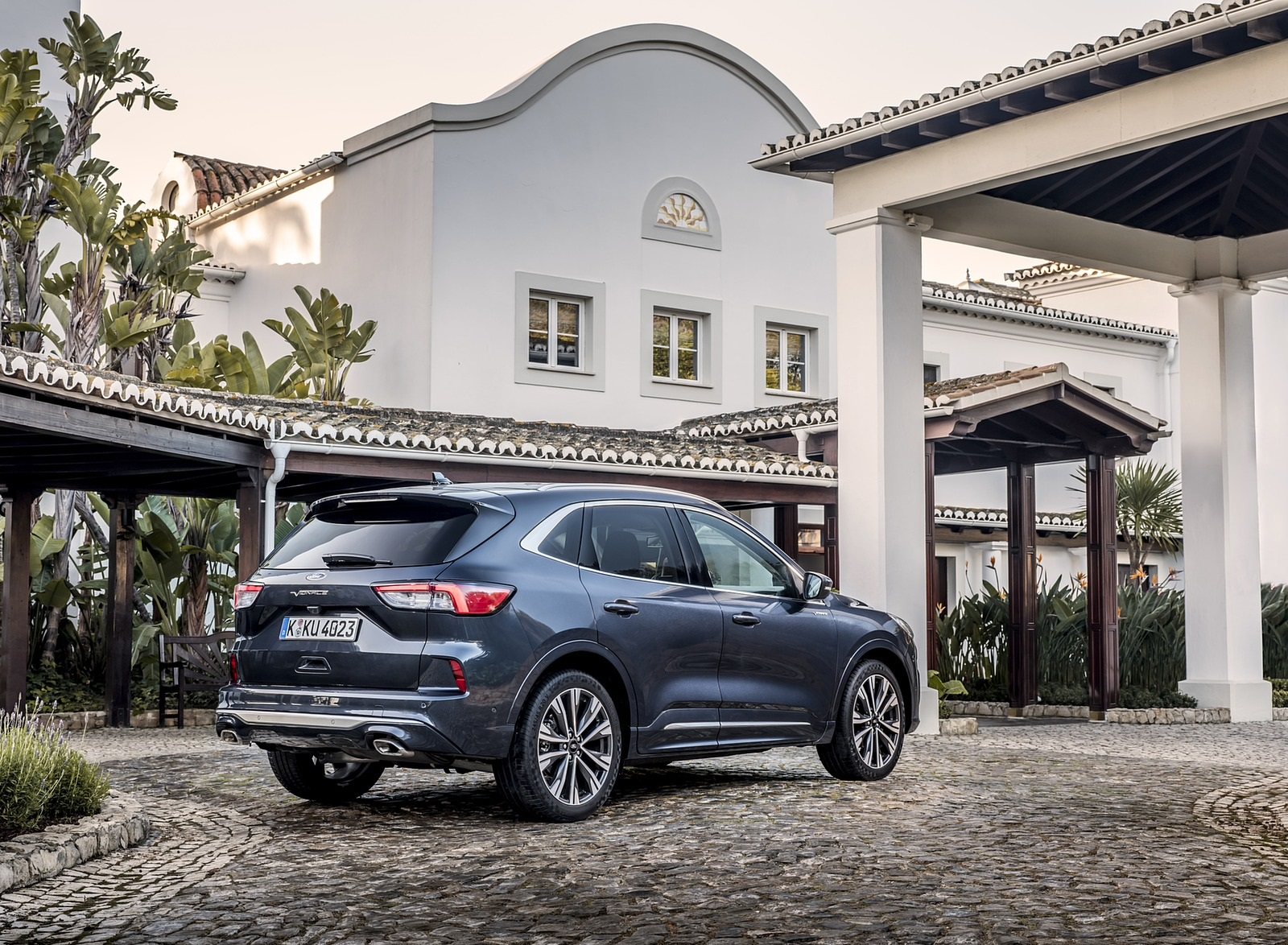2020 Ford Kuga Hybrid Vignale Rear Three-Quarter Wallpapers (6)