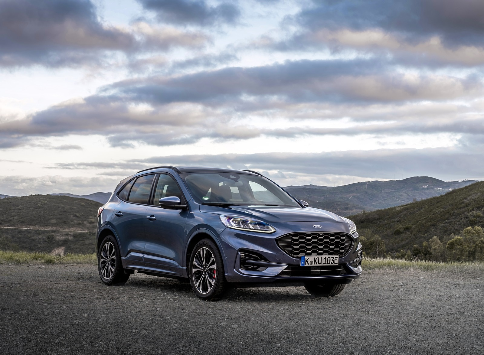 2020 Ford Kuga Plug-In Hybrid ST-Line Front Three-Quarter Wallpapers (8)