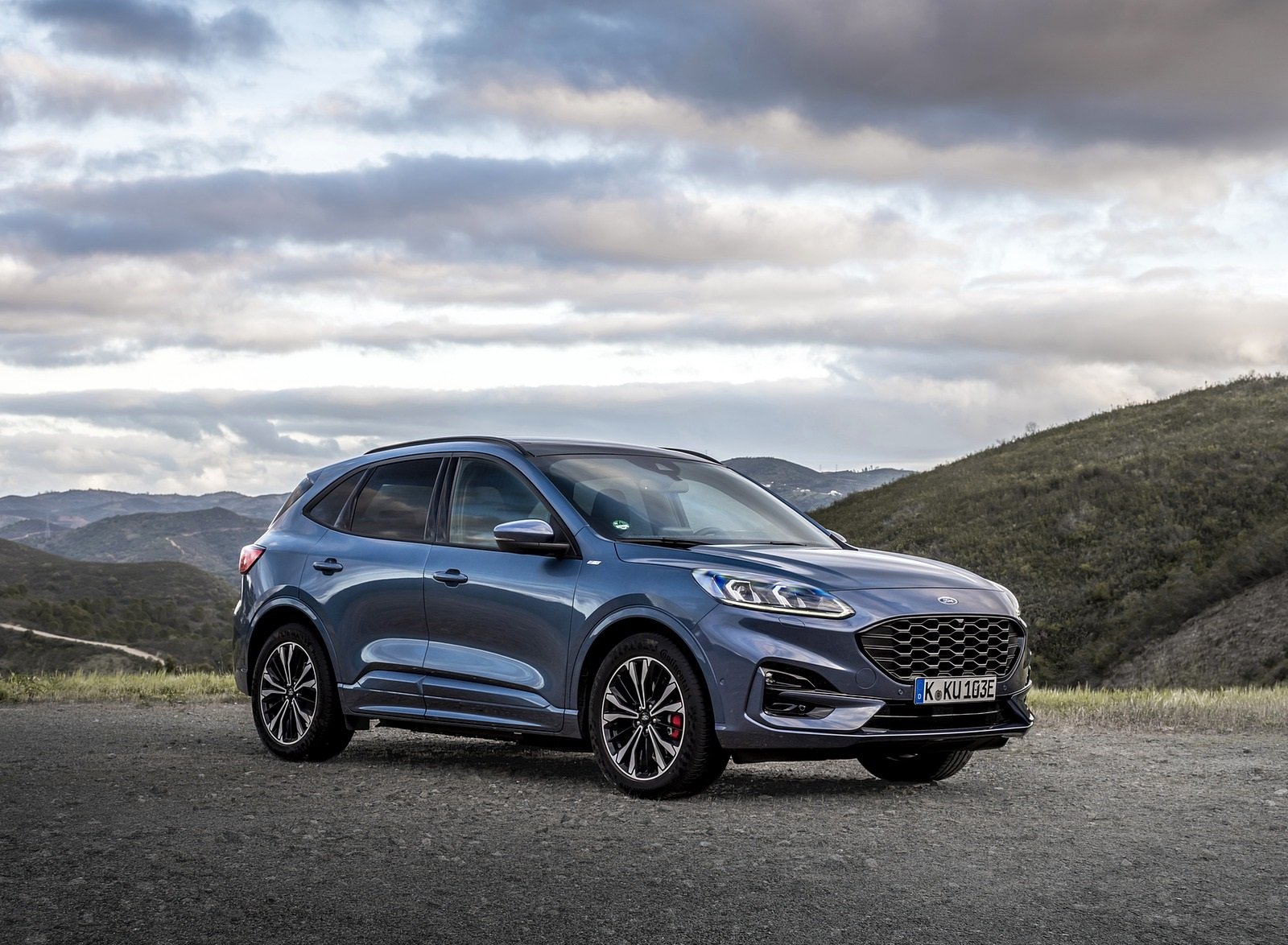2020 Ford Kuga Plug-In Hybrid ST-Line Front Three-Quarter Wallpapers (9)