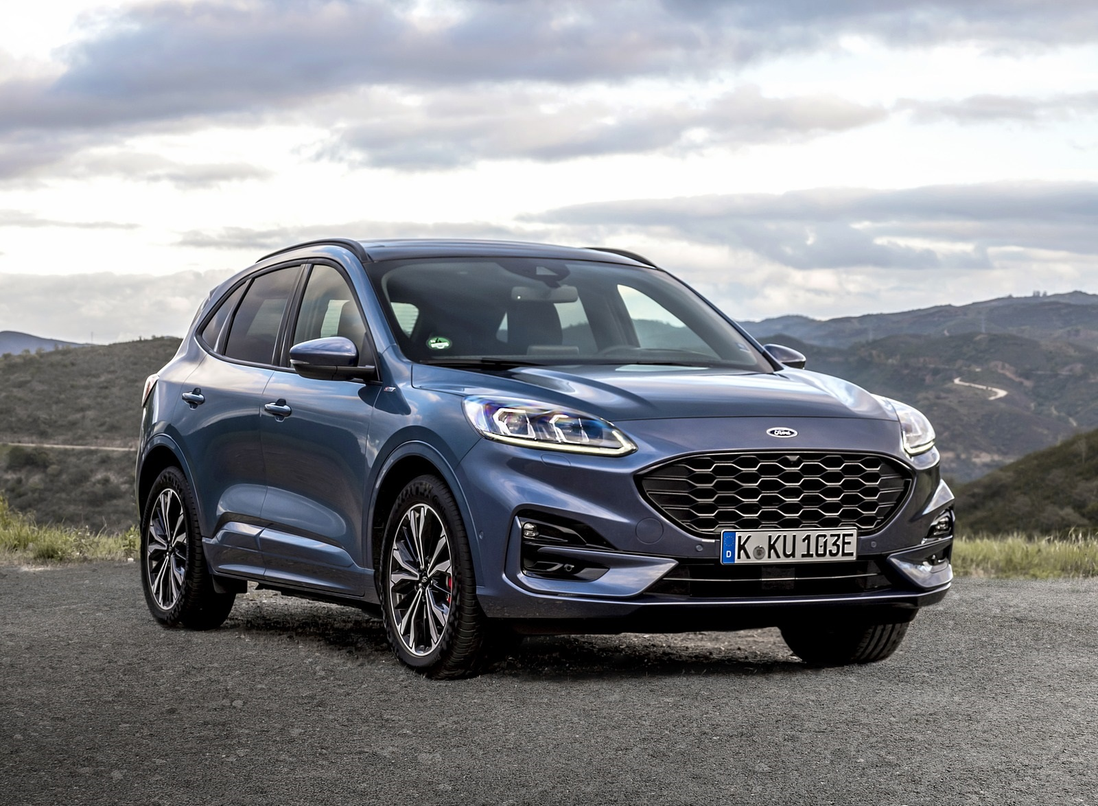 2020 Ford Kuga Plug-In Hybrid ST-Line Front Three-Quarter Wallpapers (10)