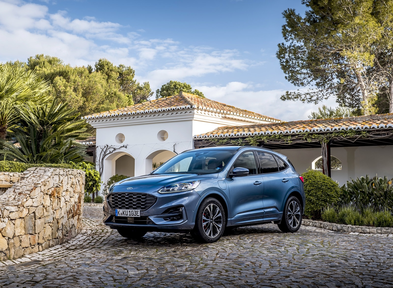 2020 Ford Kuga Plug-In Hybrid ST-Line Front Three-Quarter Wallpapers (6)