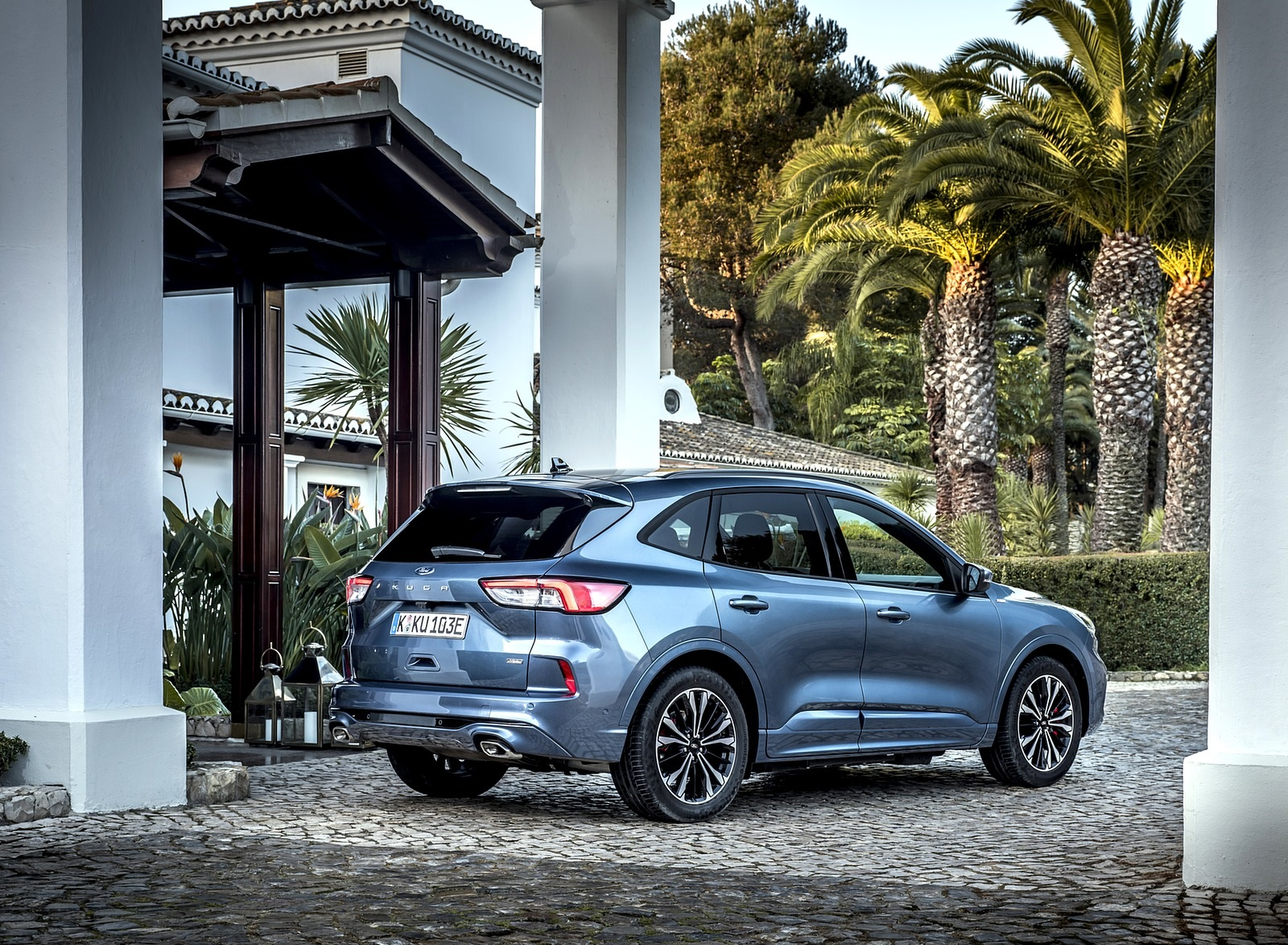 2020 Ford Kuga Plug-In Hybrid ST-Line Rear Three-Quarter Wallpapers (7)