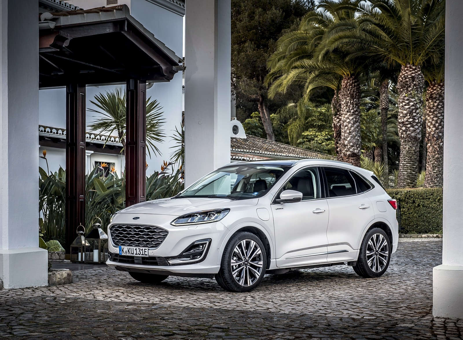 2020 Ford Kuga Plug-In Hybrid Vignale Front Three-Quarter Wallpapers (5)