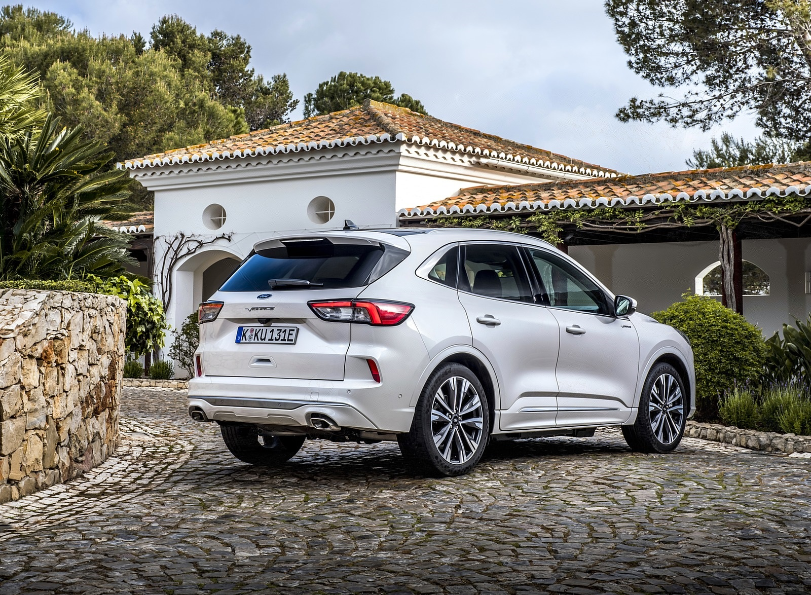 2020 Ford Kuga Plug-In Hybrid Vignale Rear Three-Quarter Wallpapers (6)