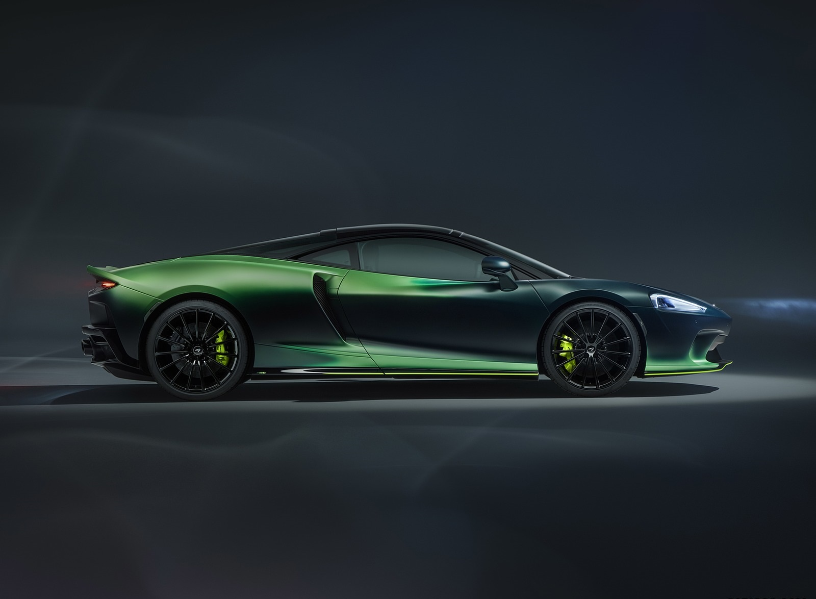 2020 McLaren GT Verdant Theme by MSO Side Wallpapers (4)
