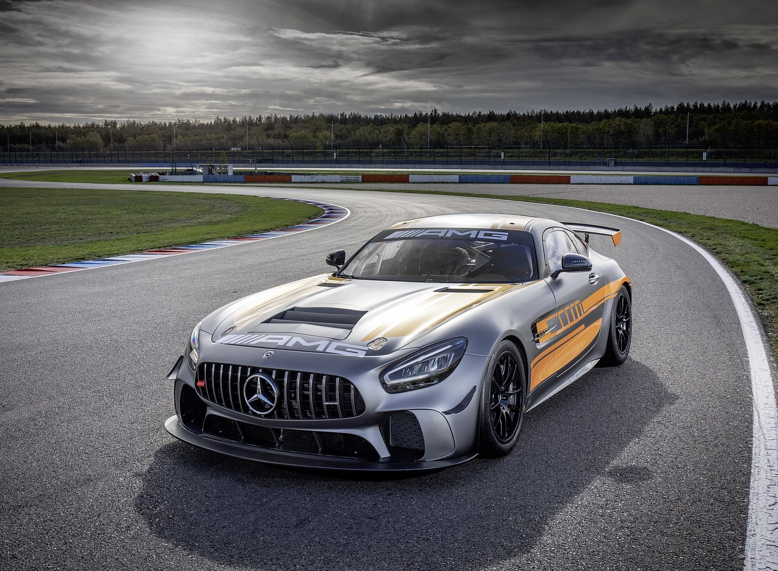2020 Mercedes-AMG GT4 Front Three-Quarter Wallpapers (5)