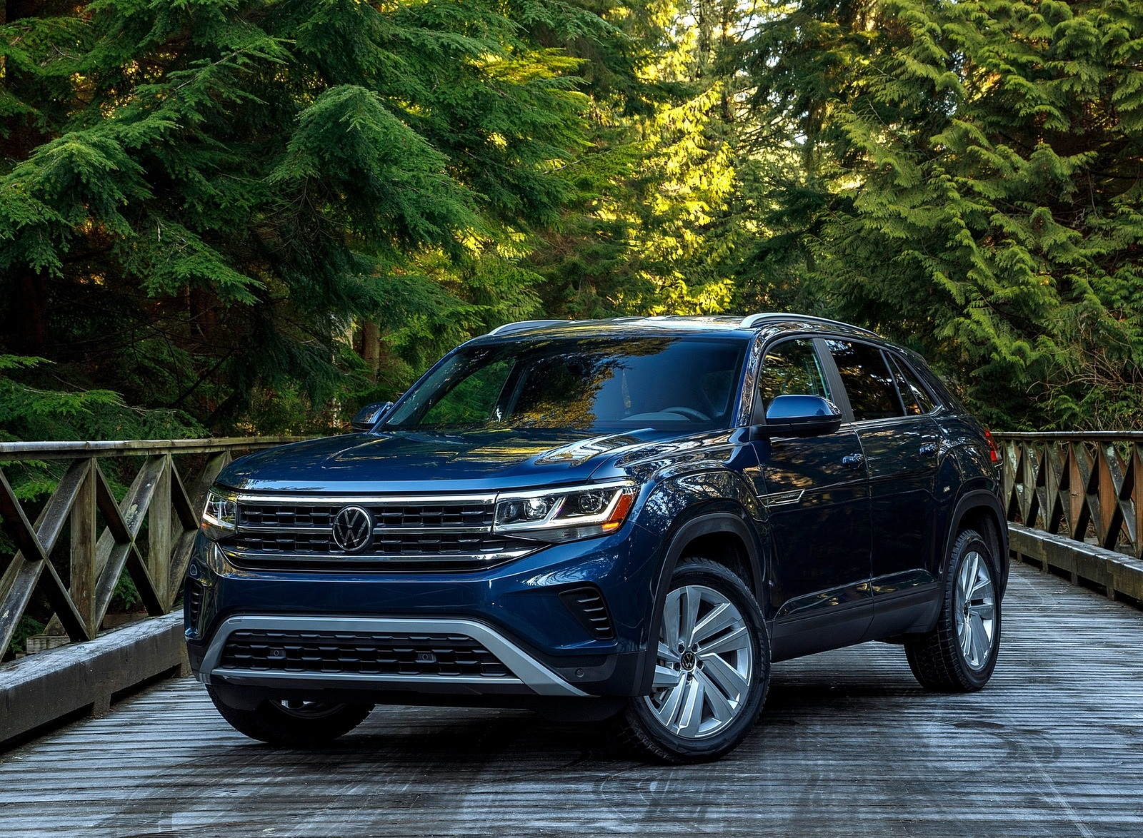 2020 Volkswagen Atlas Cross Sport SE with Technology (Color: Tourmaline Blue) Front Three-Quarter Wallpapers (7)