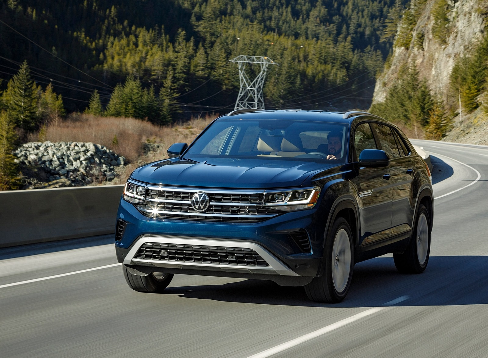 2020 Volkswagen Atlas Cross Sport SE with Technology (Color: Tourmaline Blue) Front Three-Quarter Wallpapers (1)