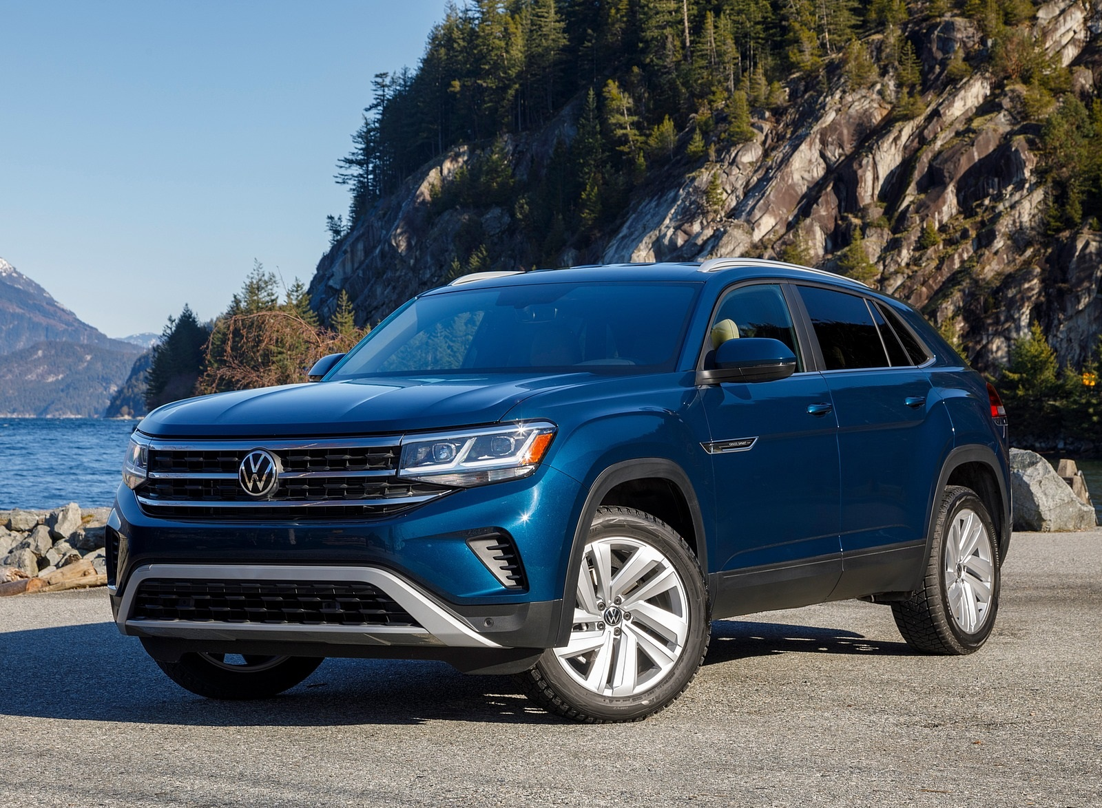 2020 Volkswagen Atlas Cross Sport SE with Technology (Color: Tourmaline Blue) Front Three-Quarter Wallpapers (8)