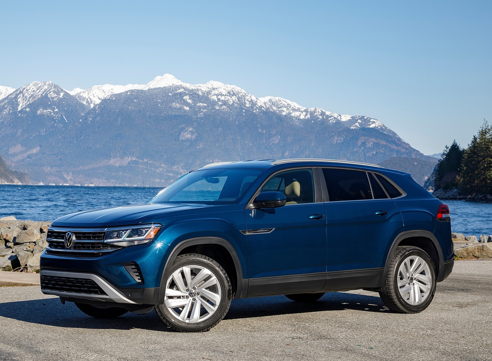 2020 Volkswagen Atlas Cross Sport SE with Technology (Color: Tourmaline Blue) Front Three-Quarter Wallpapers (9)