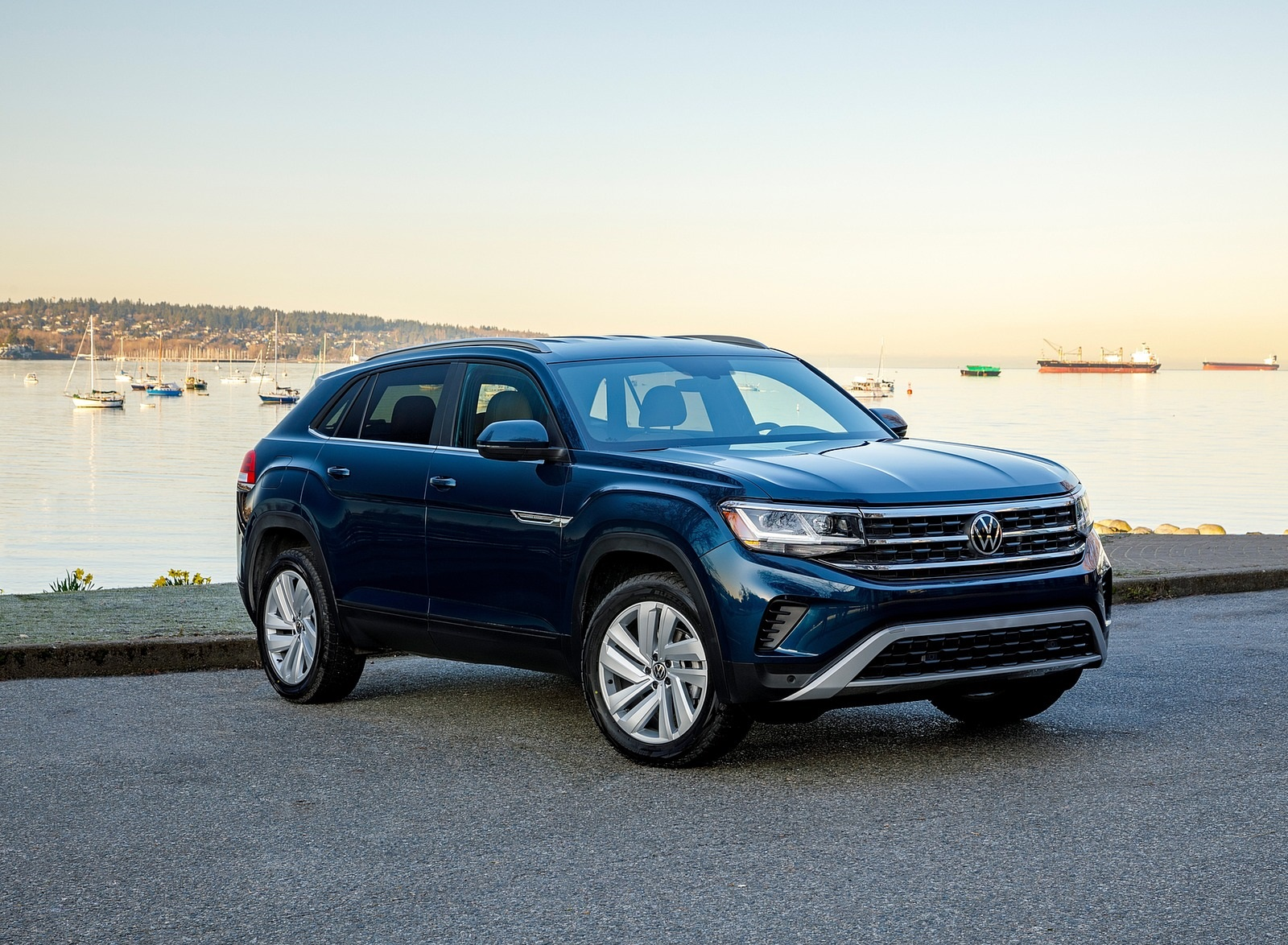 2020 Volkswagen Atlas Cross Sport SE with Technology (Color: Tourmaline Blue) Front Three-Quarter Wallpapers (10)