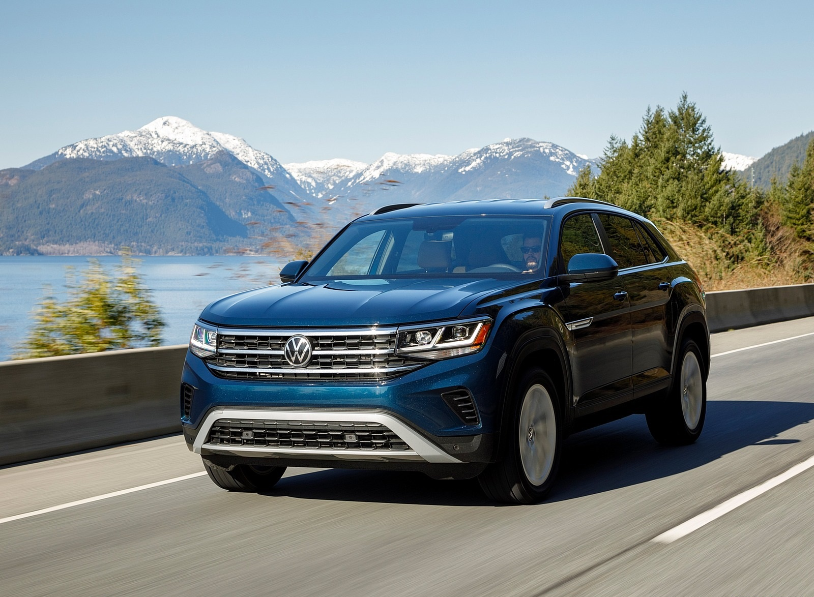 2020 Volkswagen Atlas Cross Sport SE with Technology (Color: Tourmaline Blue) Front Wallpapers (5)
