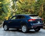 2020 Volkswagen Atlas Cross Sport SE with Technology (Color: Tourmaline Blue) Rear Three-Quarter Wallpapers 150x120 (12)