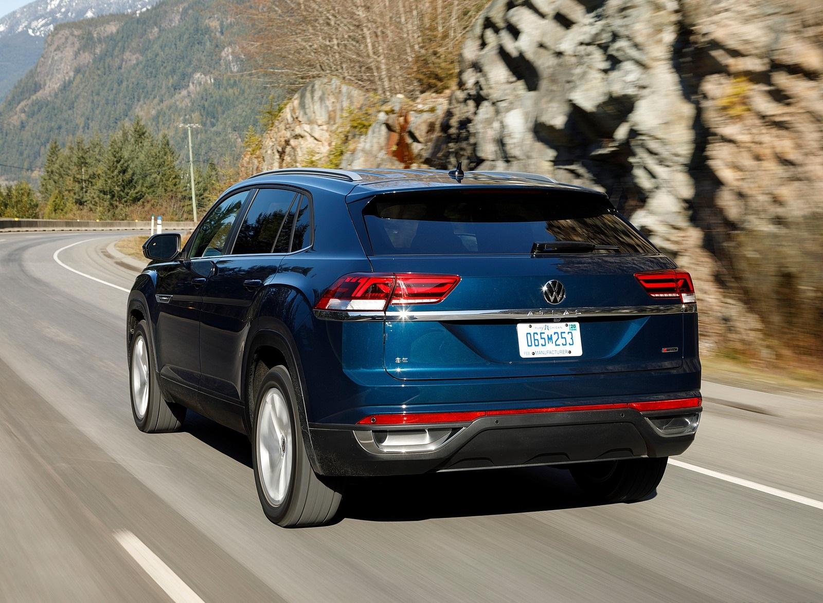 2020 Volkswagen Atlas Cross Sport SE with Technology (Color: Tourmaline Blue) Rear Three-Quarter Wallpapers (6)