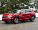 2020 Volkswagen Atlas Cross Sport SEL (Color: Aurora Red) Front Three-Quarter Wallpapers 150x120 (50)