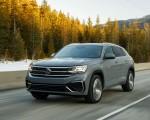 2020 Volkswagen Atlas Cross Sport SEL Premium R Line (Color: Pure Gray) Front Three-Quarter Wallpapers 150x120 (9)