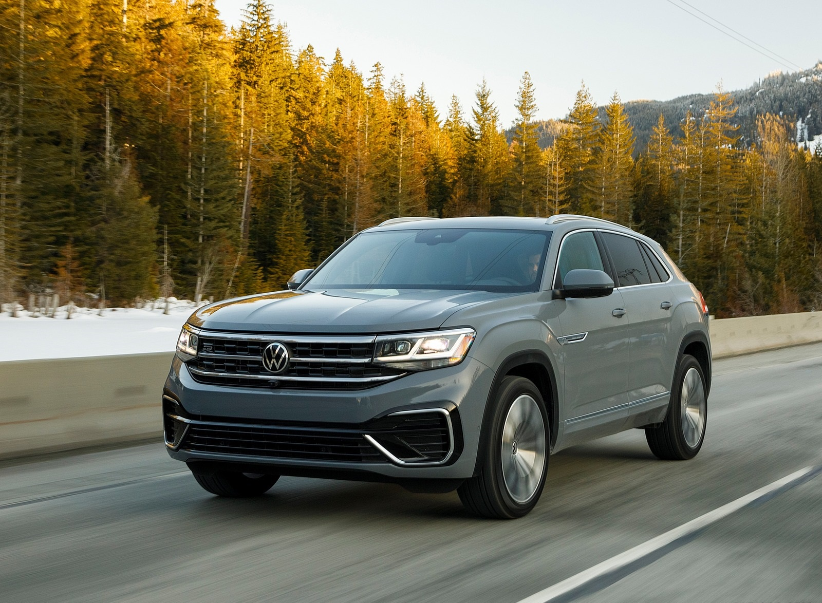 2020 Volkswagen Atlas Cross Sport SEL Premium R Line (Color: Pure Gray) Front Three-Quarter Wallpapers (9)