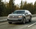 2020 Volkswagen Atlas Cross Sport SEL Premium R Line (Color: Pure Gray) Front Three-Quarter Wallpapers 150x120 (3)