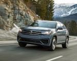 2020 Volkswagen Atlas Cross Sport SEL Premium R Line (Color: Pure Gray) Front Three-Quarter Wallpapers 150x120 (4)